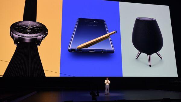 Генеральный директор Samsung Донг Джинг Ко на презентации Galaxy Unpacked в Нью-Йорке