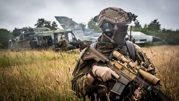 Военнослужащий войск НАТО во время учений в Германии. Июнь 2018. Архивное фото