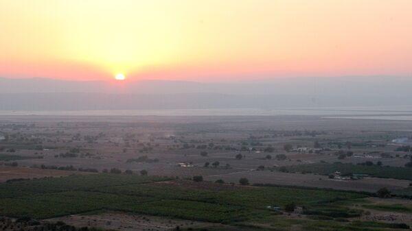 Вид на долину Мертвого моря с горы Лота, Иордания. Архивное фото