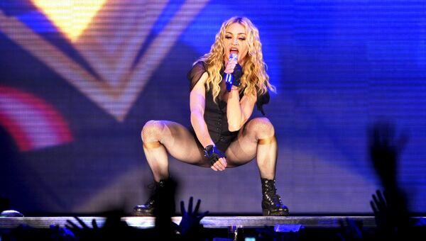 Американская певица Мадонна во время тура Sticky and Sweet на стадионе Маракана в Рио-де-Жанейро. 14 декабря 2008 года