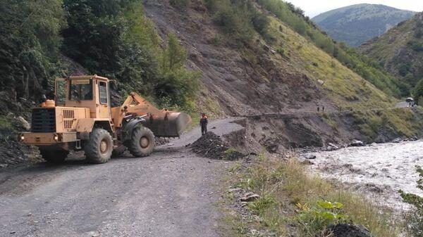 Восстановление поврежденных осадками автомобильных дорог в Дагестане