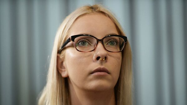 Обвиняемая в экстремизме и оскорблении чувств верующих за картинки в социальной сети Вконтакте Мария Мотузная на заседании Индустриального районного суда Барнаула. 15 августа 2018