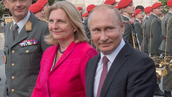 5 июня 2018. Президент РФ Владимир Путин и министр европейских, интеграционных и иностранных дел Австрии Карин Кнайсль. Архивное фото