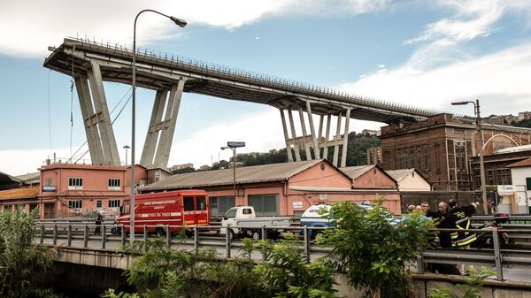 Автомобильный мост обрушился в Генуе. Архивное фото