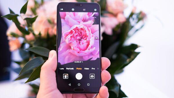 Смартфон Huawei. Архивное фото