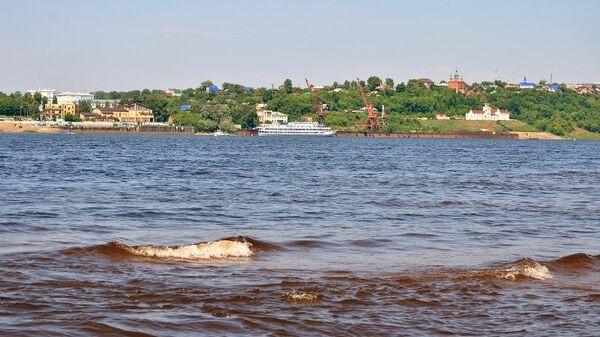 Вид на реку Кама и город Сарапул
