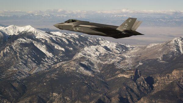 Американский истребитель-бомбардировщик пятого поколения F-35 Lightning II. Архивное фото