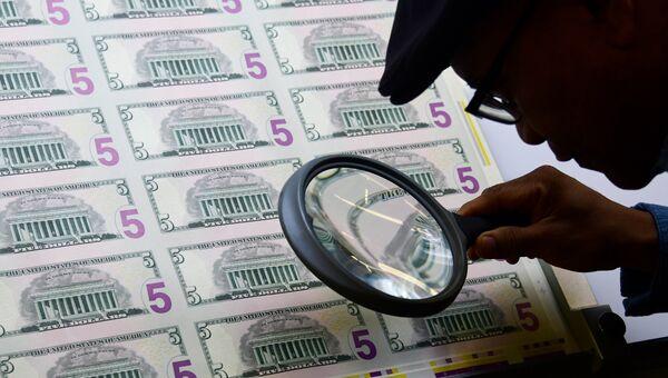 Печать пятидолларовых купюр в Вашингтоне. Архивное фото
