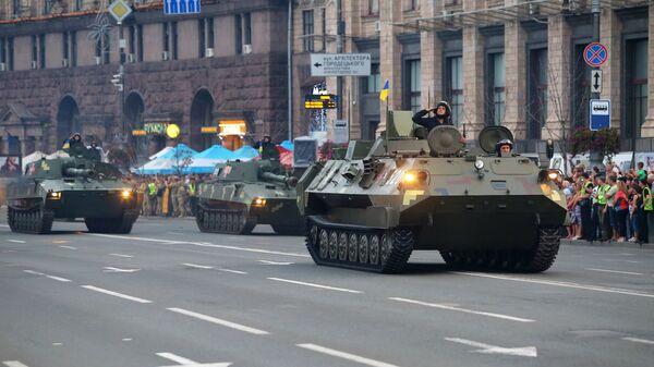 Военнослужащие на репетиции военного парада в честь 27-ой годовщины Независимости Украины в центре Киева