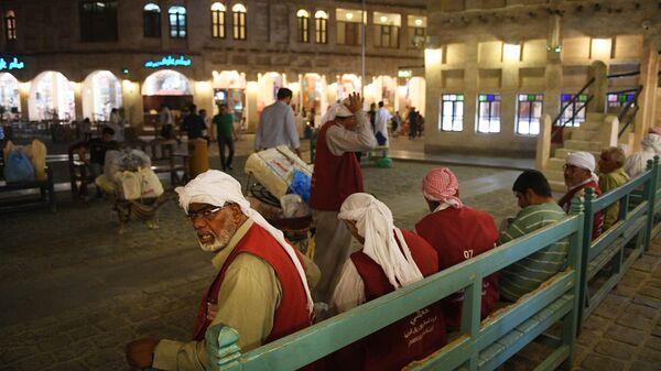 Жители катарского города Доха
