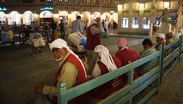 Жители катарского города Доха. Архивное фото