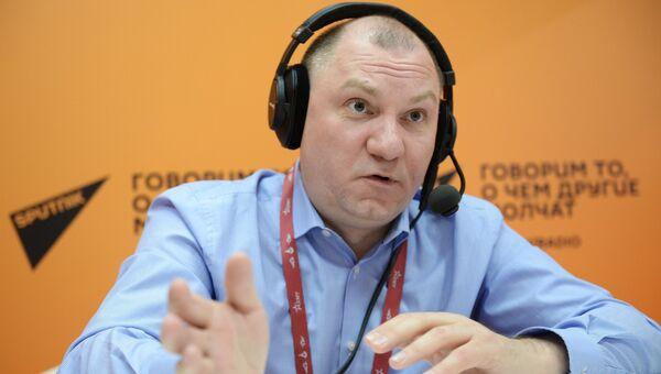 Директор Центра анализа стратегий и технологий Руслан Пухов в студии радио Sputnik на IV Международном военно-техническом форуме Армия-2018