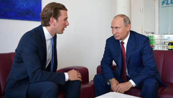 Президент РФ Владимир Путин и федеральный канцлер Австрии Себастьян Курц. Архивное фото