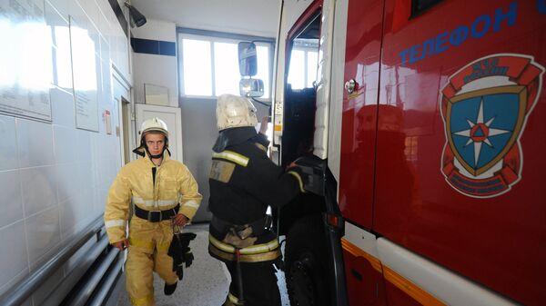 Сотрудники специализированной пожарно-спасательной части