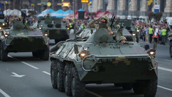 БТР на генеральной репетиции военного парада в честь 27-ой годовщины Независимости Украины в центре Киева