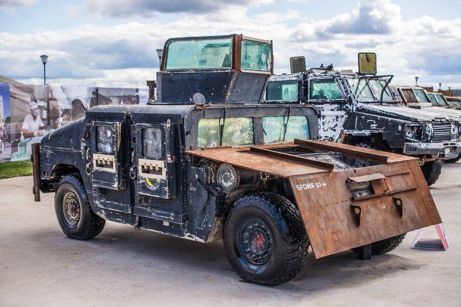 Импровизированный башенный броневик из армейского внедорожника Hummer