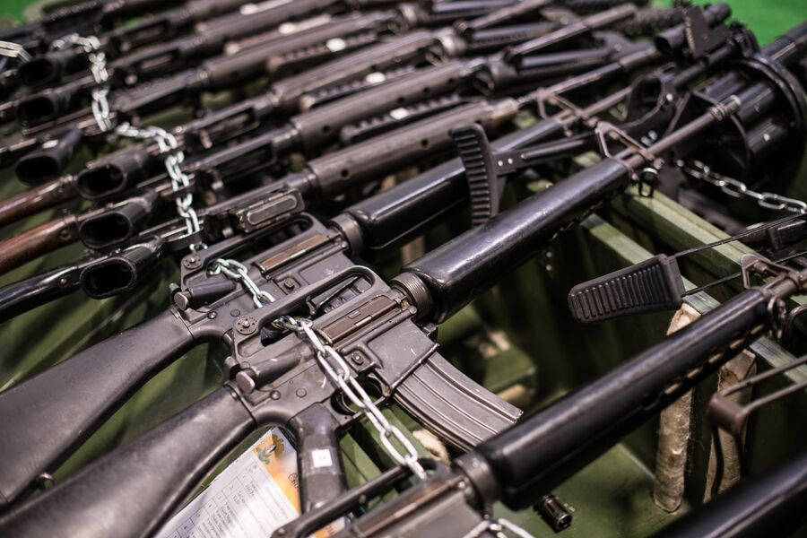 Американские автоматические винтовки M-16 из первых серий, выпущенных в годы Вьетнамской войны