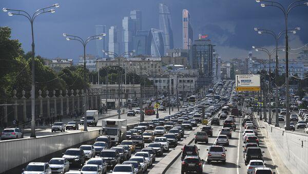Движение на Садовом кольце в Москве. Архивное фото