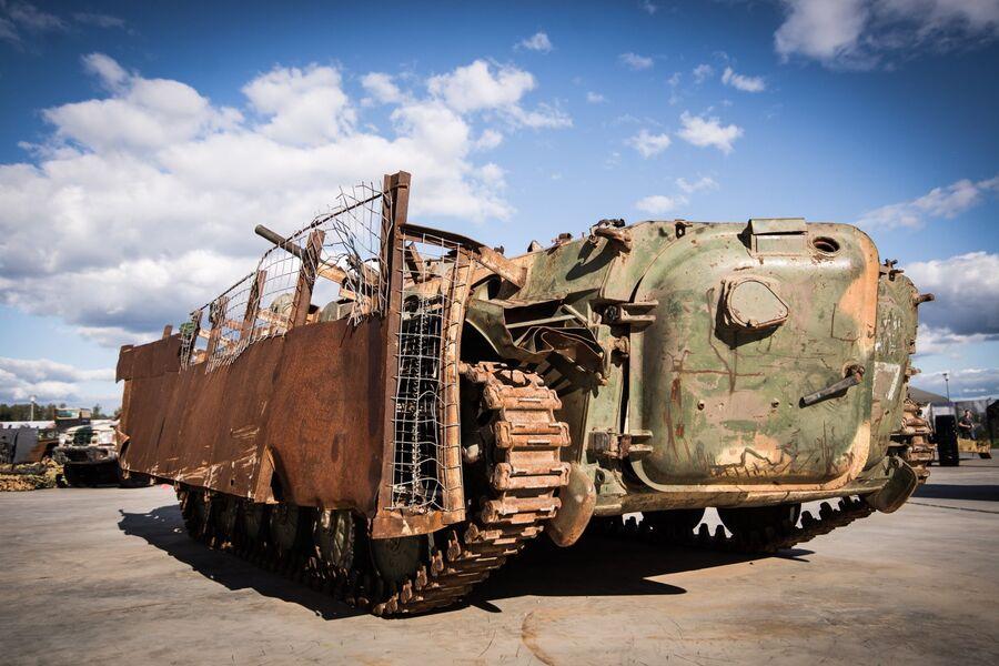 БМП-1 производства Чехословакии, обваренная кустарной противокумулятивной защитой