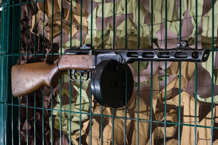 Легендарный пистолет-пулемет Шпагина разработки 1940-го года, изъятый армией САР у боевиков