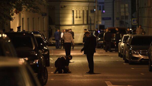 Сотрудники правоохранительных органов на улице Сивцев Вражек в Москве. 23 августа 2018