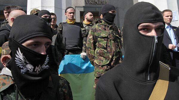 Сторонники радикального движения Правый сектор (организация запрещена в РФ) в Киеве