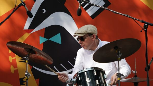 Барабанщик Яков Окунь в составе квартета Михаила Окуня выступает на Волошинской сцене на 16-м международном музыкальном фестивале Koktebel Jazz Party