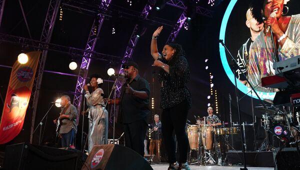 Участники британской группы Incognito во время выступления на 16-м международном музыкальном фестивале Koktebel Jazz Party