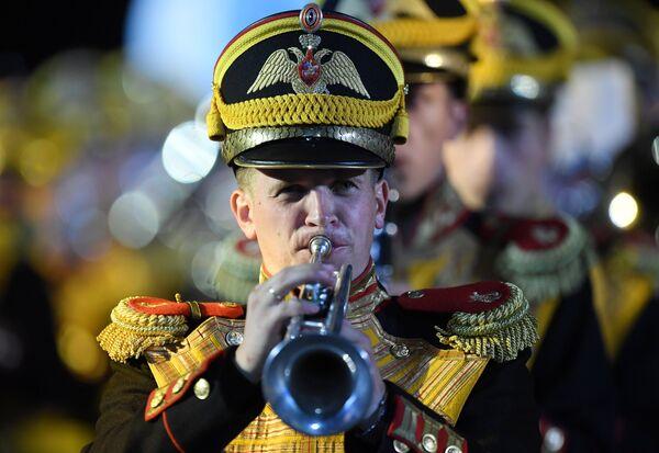Центральный военный оркестр Министерства обороны РФ на торжественной церемонии открытия XI Международного военно-музыкального фестиваля Спасская башня