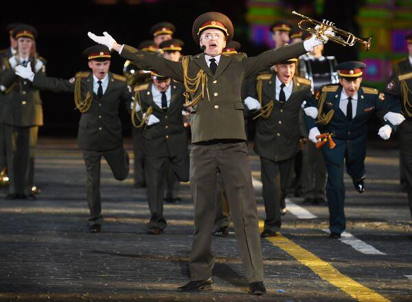 Сводный военный оркестр войск национальной гвардии на торжественной церемонии открытия XI Международного военно-музыкального фестиваля Спасская башня