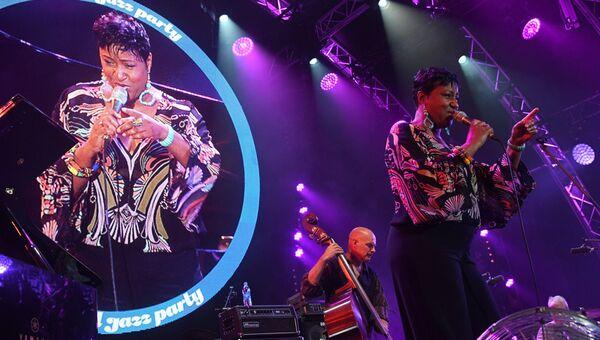 Певица Ванесса Рубин (США) во время выступления на 16-м международном музыкальном фестивале Koktebel Jazz Party