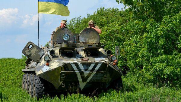 Украинские военные на линии разграничения в Донбассе. Архивное фото