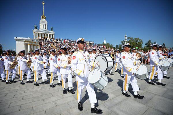 Военный оркестр Вооруженных сил Мьянмы на шествии участников международного военно-музыкального фестиваля Спасская башня на ВДНХ