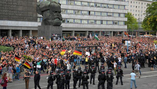 Участники акции протеста в Хемнице, Германия. 27 августа 2018
