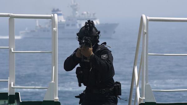 Учения береговой охраны Южной Кореи у порта города Пусан