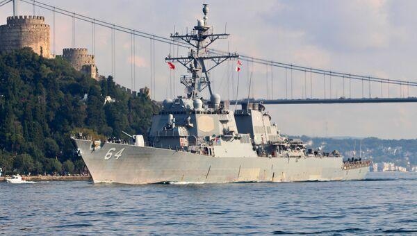 Американский эсминец Карни покидает Босфор. 27 августа 2018