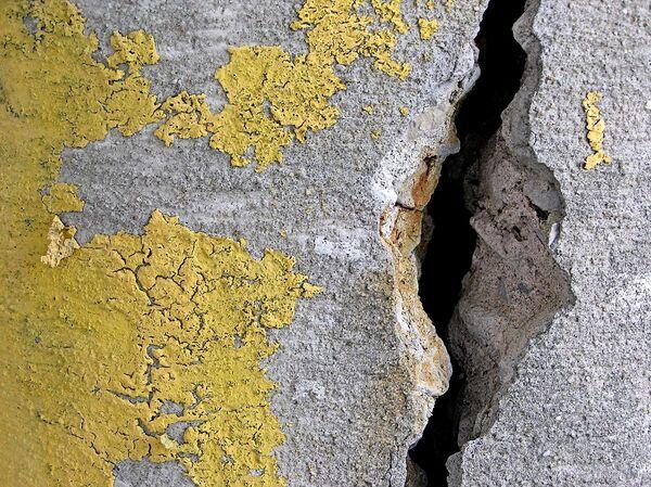 Трещина в бетоне