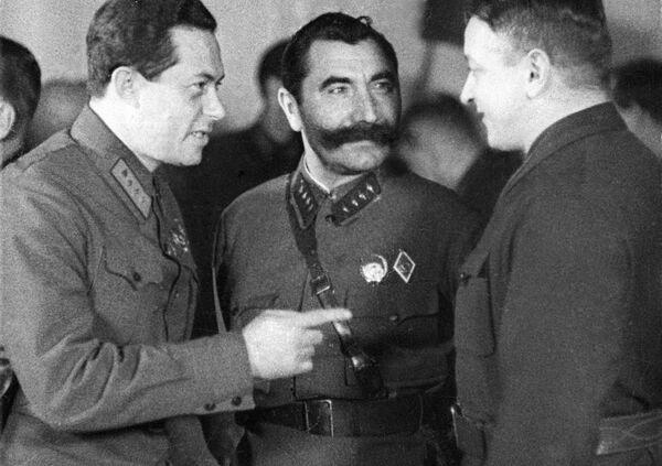 Слева направо: Иона Якир, Семен Буденный и Михаил Тухачевский