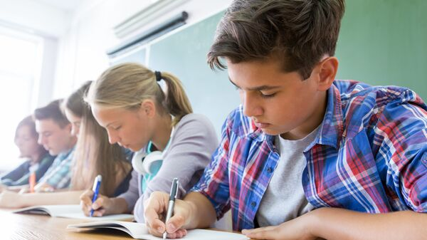 Школьники на экзамене