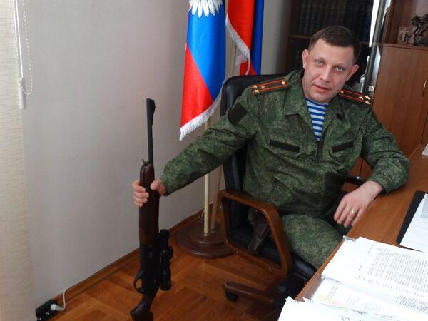 Глава Донецкой народной республики Александр Захарченко во время интервью журналистам