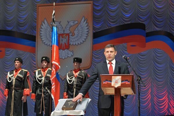 Избранный глава Донецкой народной республики Александр Захарченко на церемонии инаугурации в Донецком драматическом театре