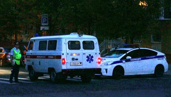 Полиция и скорая помощь в центре Донецка после взрыва в кафе Сепар, в результате которого погиб глава ДНР Александр Захарченко
