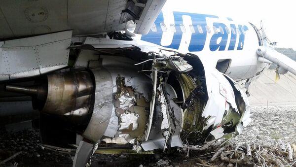 Самолет Boeing 737-800 авиакомпании Utair, совершивший аварийную посадку в Сочи. 1 сентября 2018