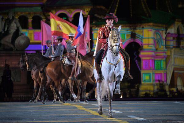 Закрытие XI Международного военно-музыкального фестиваля Спасская башня на Красной площади в Москве