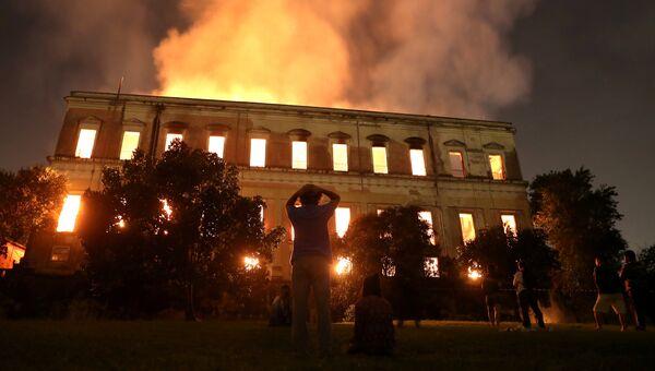 Пожар в Национальном музее Бразилии в Рио-де-Жанейро