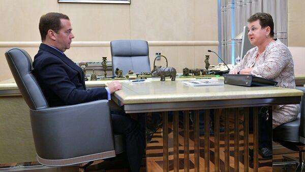 Председатель правительства РФ Дмитрий Медведев и губернатор Владимирской области Светлана Орлова во время встречи. 6 сентября 2018