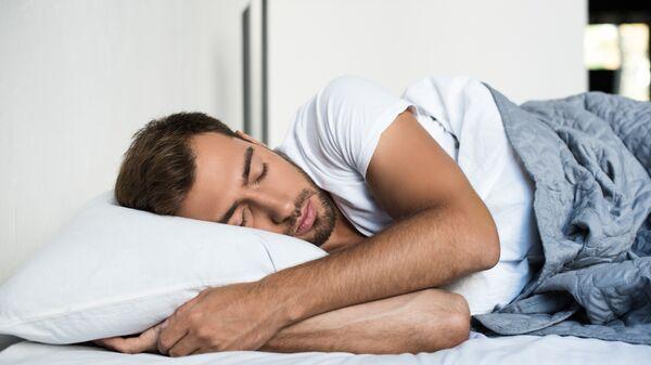 Врач рассказал, как избежать сонного паралича