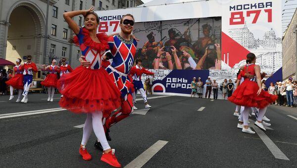 Уличный фестиваль Добрая Москва 871 на Тверской улице в честь Дня города
