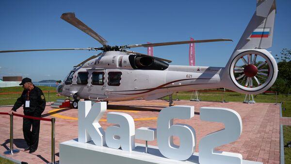 Российский многоцелевой вертолёт Ка-62 на площадке IV Восточного экономического форума во Владивостоке