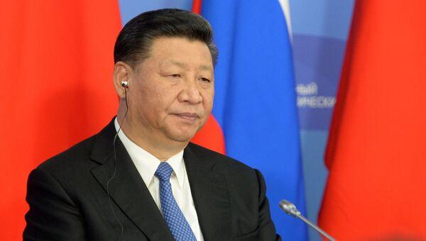 Председатель КНР Си Цзиньпин на пресс-конференции по итогам переговоров с президентом РФ Владимиром Путиным на полях IV Восточного экономического форума